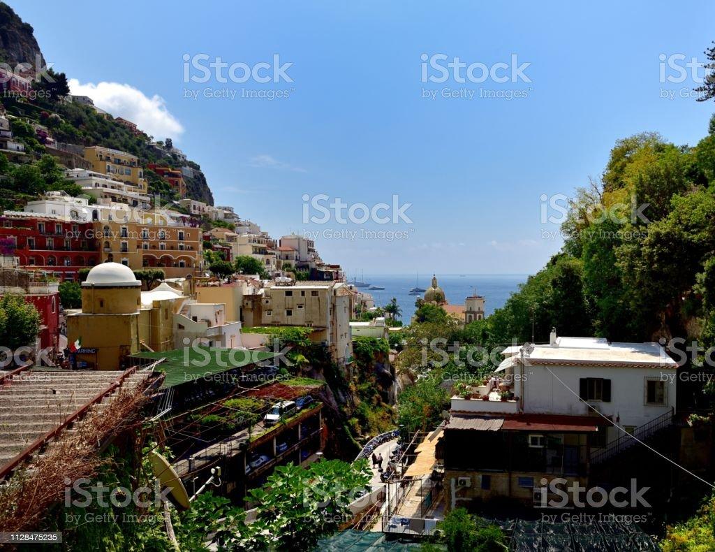 A aldeia da encosta de Positano - foto de acervo