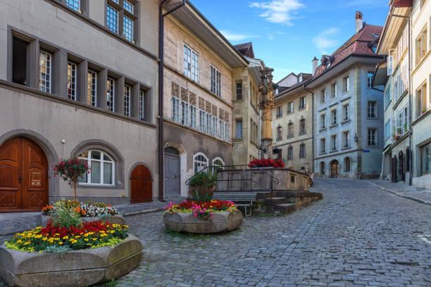 La fontaine historique dans l'une des rues de Fribourg - Suisse - Photo