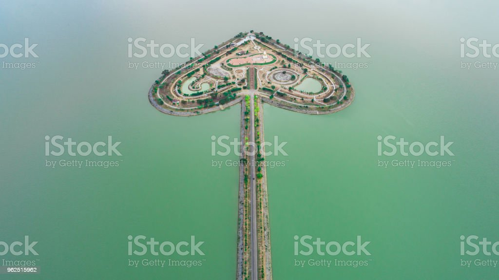 Terra sagrada coração - Talayluang em Sukhothai, Tailândia. Vista aérea de voar de avião - Foto de stock de Acidentes e desastres royalty-free