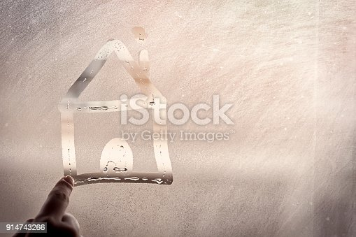 istock The home on the sweaty glass 914743266