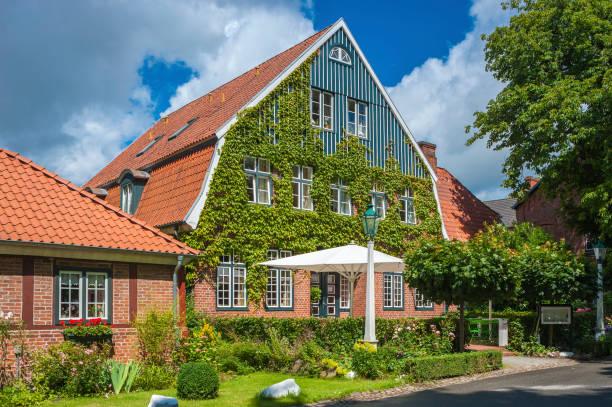 das hotel und restaurant ole liese in panker - nordsee urlaub hotel stock-fotos und bilder