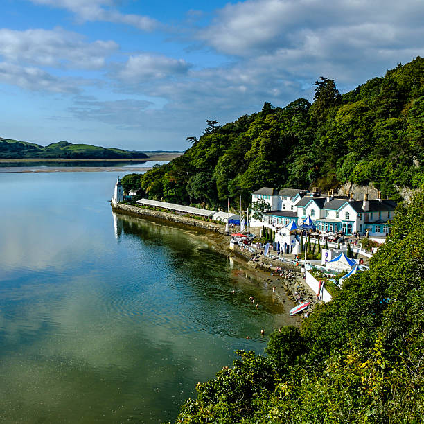 'the hotel portmeirion' in portmeirion on river dwyryd, north wales - caernarfon and merionethshire stockfoto's en -beelden