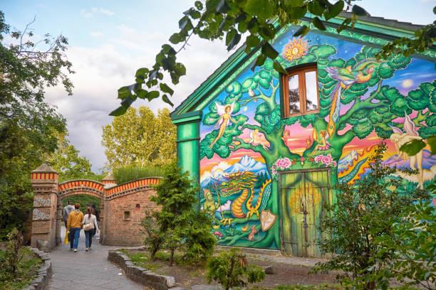 Das Haus von fantastischen Graffiti am Eingang zum Christiania in Copengagen gemalt. – Foto