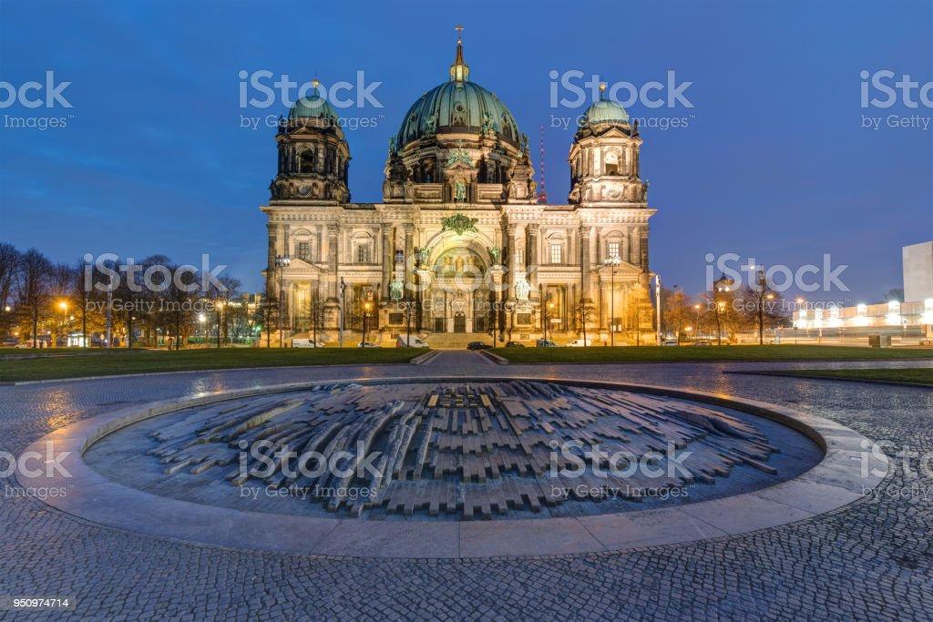 Die beleuchtete Berliner Dom – Foto