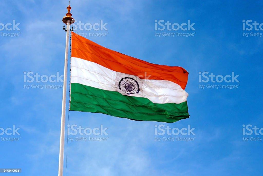 O índio bandeira voando alto em cima de um poste - foto de acervo