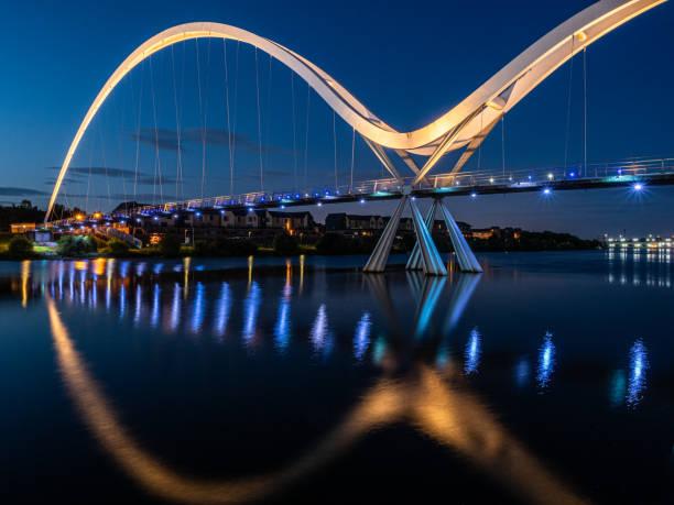A ponte da infinidade, Stockton em Tees. Inglaterra. - foto de acervo