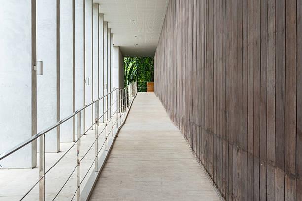 das interieur von office building - eingangshalle wohngebäude innenansicht stock-fotos und bilder