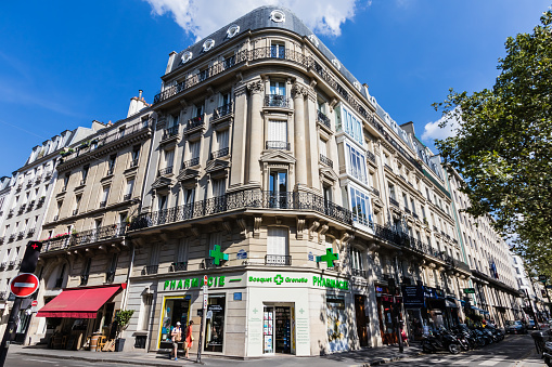 The intersection of rue de Grenelle and avenue Bosquet