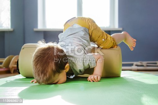 the child fell face down on the mat during a session with a roller