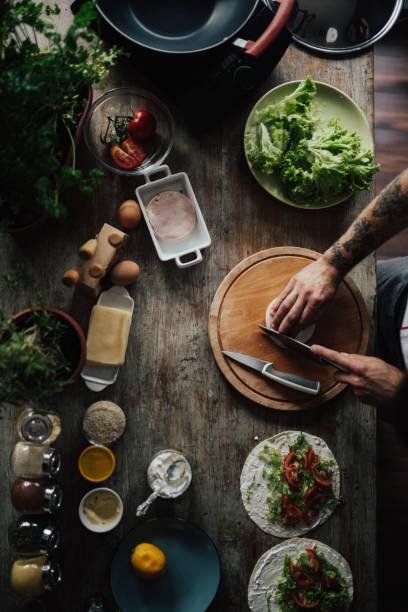 die küche ist das herz der hause - essen tattoos stock-fotos und bilder