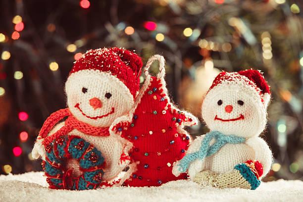 der gestrickte schneemann - winterdeko basteln stock-fotos und bilder