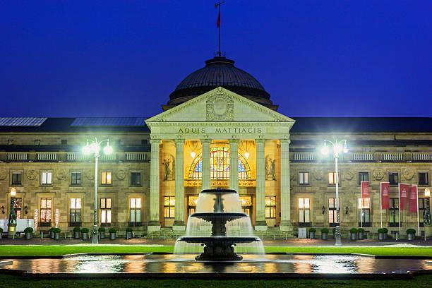 Das Kurhaus Wiesbaden in Deutschland – Foto