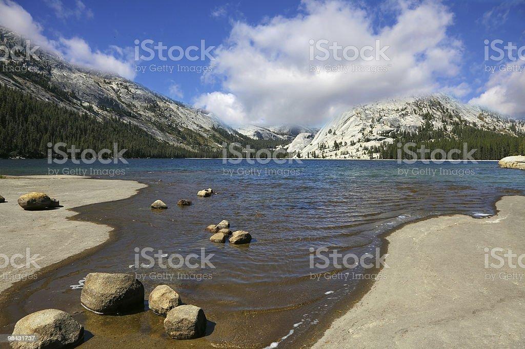 Il Lago di montagna di Yosemite foto stock royalty-free