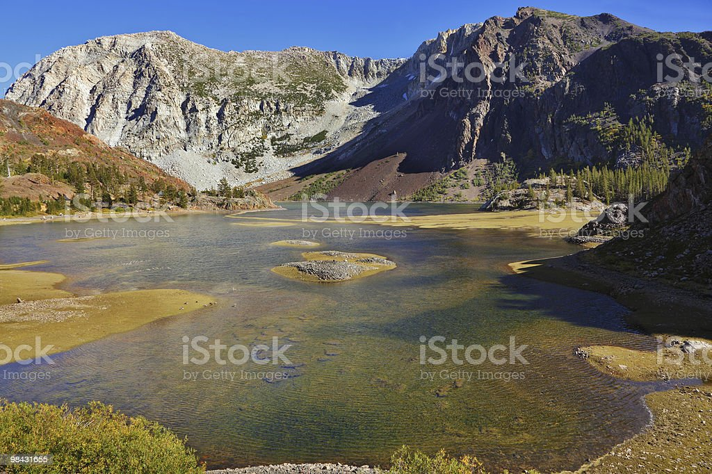 Il lago su pass Tioga in Yosemite foto stock royalty-free