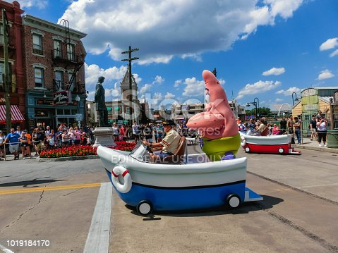 istock Orlando, USA - May 8, 2018: The large parade with performers at Universal Studio park on May 8, 2018 1019184170