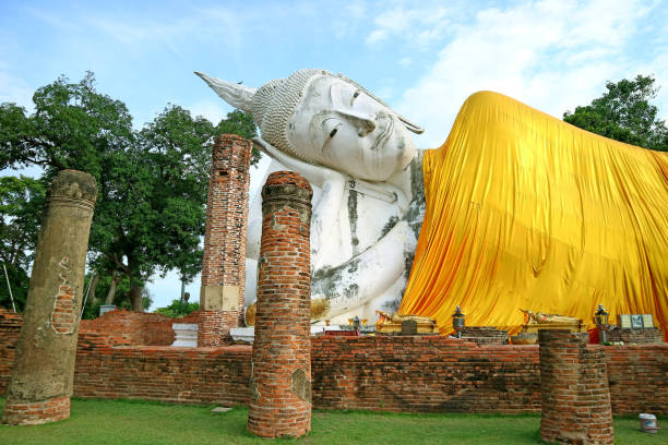 Das größte liegende Buddha-Bild in Thailand im Wat Khun Inthapramun Tempel, Historical Place in Ang Thong Province of Thailand – Foto