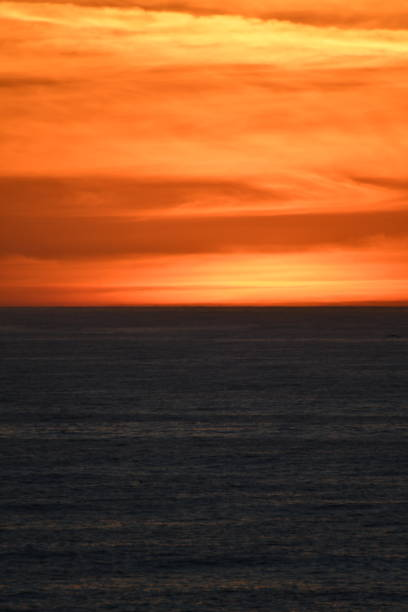the last glow of the sun at sunset - steven harrie stock pictures, royalty-free photos & images