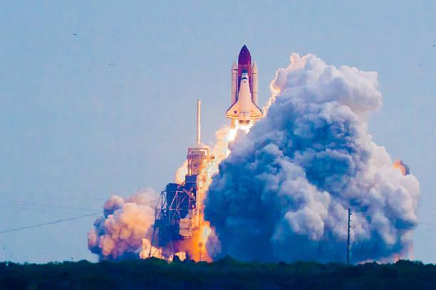 einführung von verfahren discovery-mission sts - 134. - kennedy space center stock-fotos und bilder
