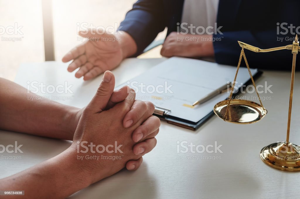 The lawyer explained to the client to plan the case in court. The lawyer explained to the client to plan the case in court. Agreement Stock Photo