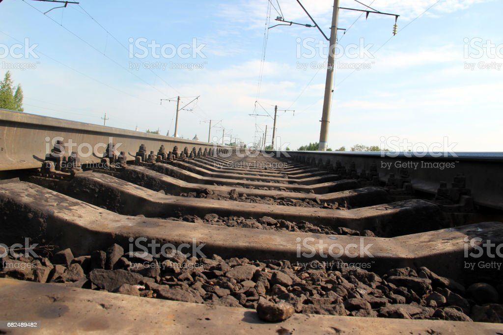 The length of the railway track foto de stock libre de derechos