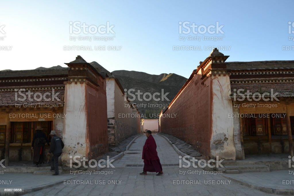 La vida alrededor de Labrang en Xiahe, Amdo Tíbet - foto de stock