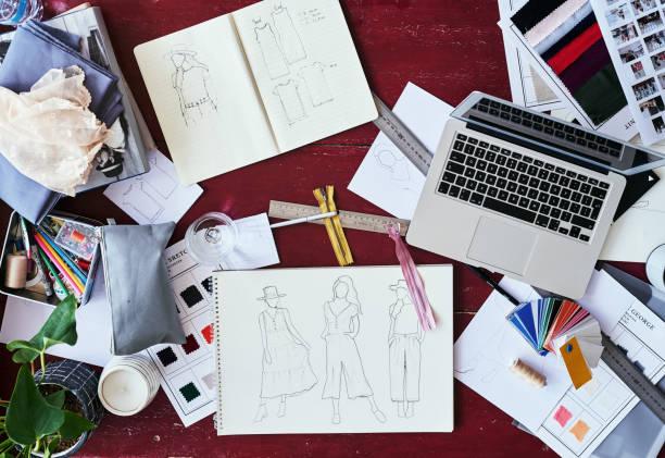 la vie d'un couturier - croquis de stylisme de mode photos et images de collection