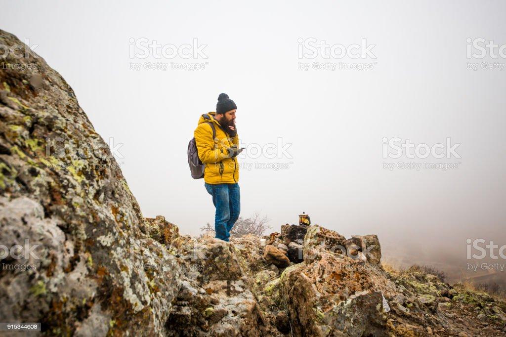 das Leben des männlichen Mannes auf dem Berg – Foto