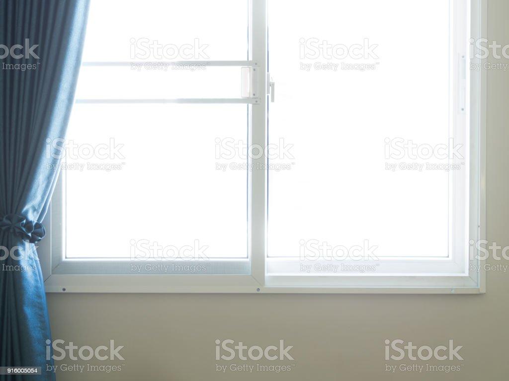 Bord De Fenetre Interieur photo libre de droit de la lumière entrent par les fenêtres