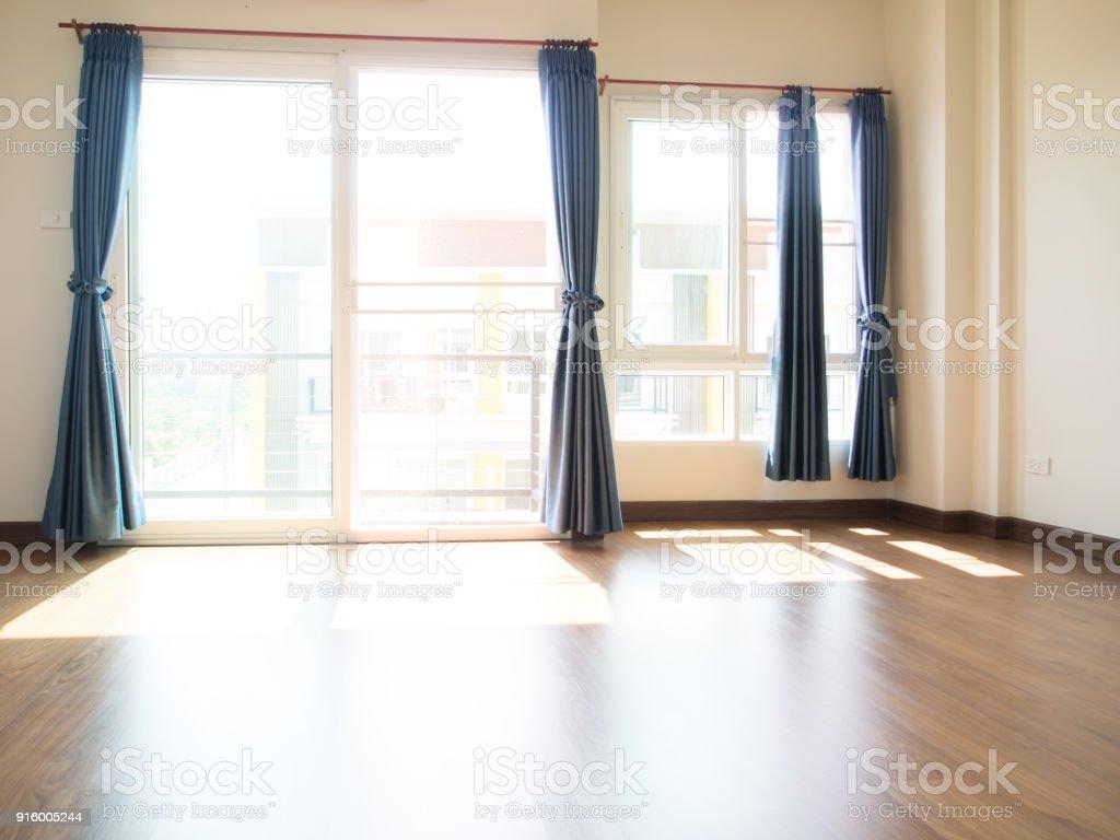 Bord De Fenetre Interieur photo libre de droit de la lumière entrent par les fenêtres ouvertes rideau  bleu sont glissé au bord de la fenêtre design dintérieur banque d'images