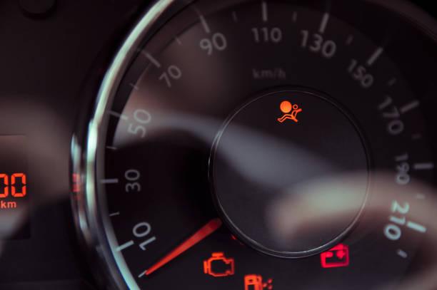 Das Licht darüber informiert, dass die Airbags im Auto ausgeschaltet sind – Foto