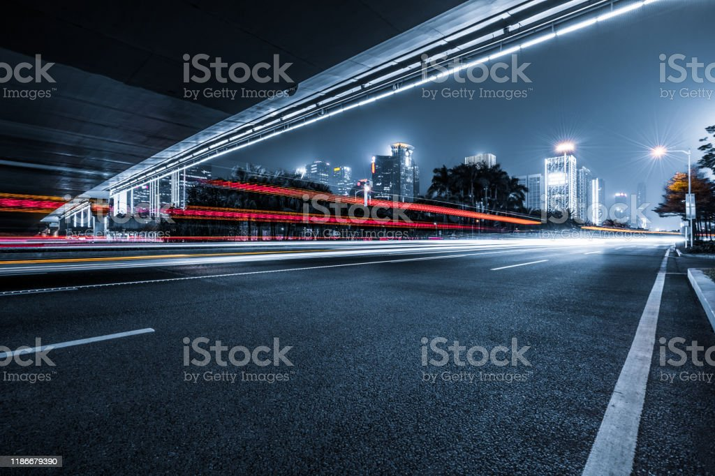 the light trails on the modern building background - Royalty-free Abstrato Foto de stock