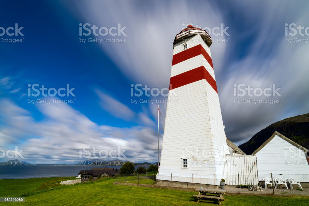 The lighthouse of Alnes, Godoy island, on the west coast of Norway. Стоковые фото Стоковая фотография