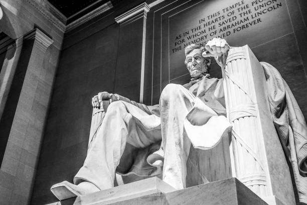 the lincoln memorial in washington dc - arlington national cemetery stock pictures, royalty-free photos & images