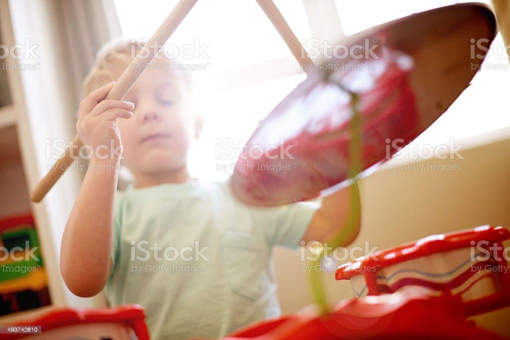 Pequeno menino Baterista - foto de acervo