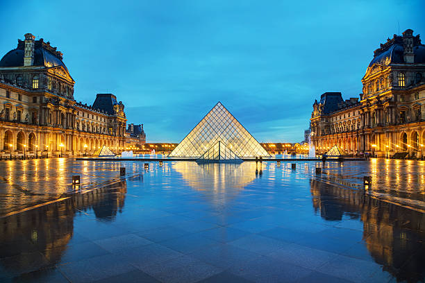 The Louvre Pyramid in Paris, France Paris, France - November 4, 2016: The Louvre Pyramid. It serves as the main entrance to the Louvre Museum. Completed in 1989 it has become a landmark of Paris. musee du louvre stock pictures, royalty-free photos & images