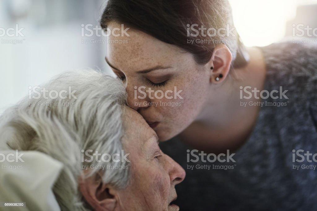 Die Liebe zwischen Mutter und Tochter - Lizenzfrei Alt Stock-Foto