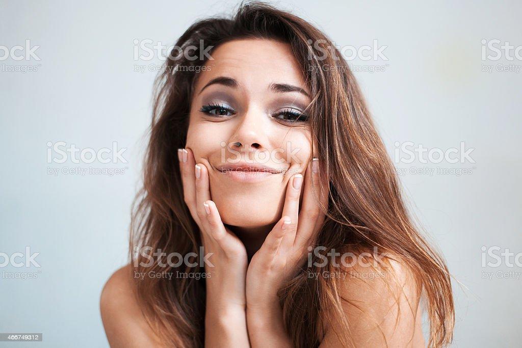 La hermosa Chica joven hace avances - foto de stock
