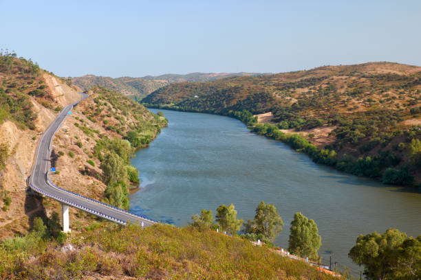Die unteren Guadiana International Bridge an der Grenze zwischen Portugal und Spanien – Foto