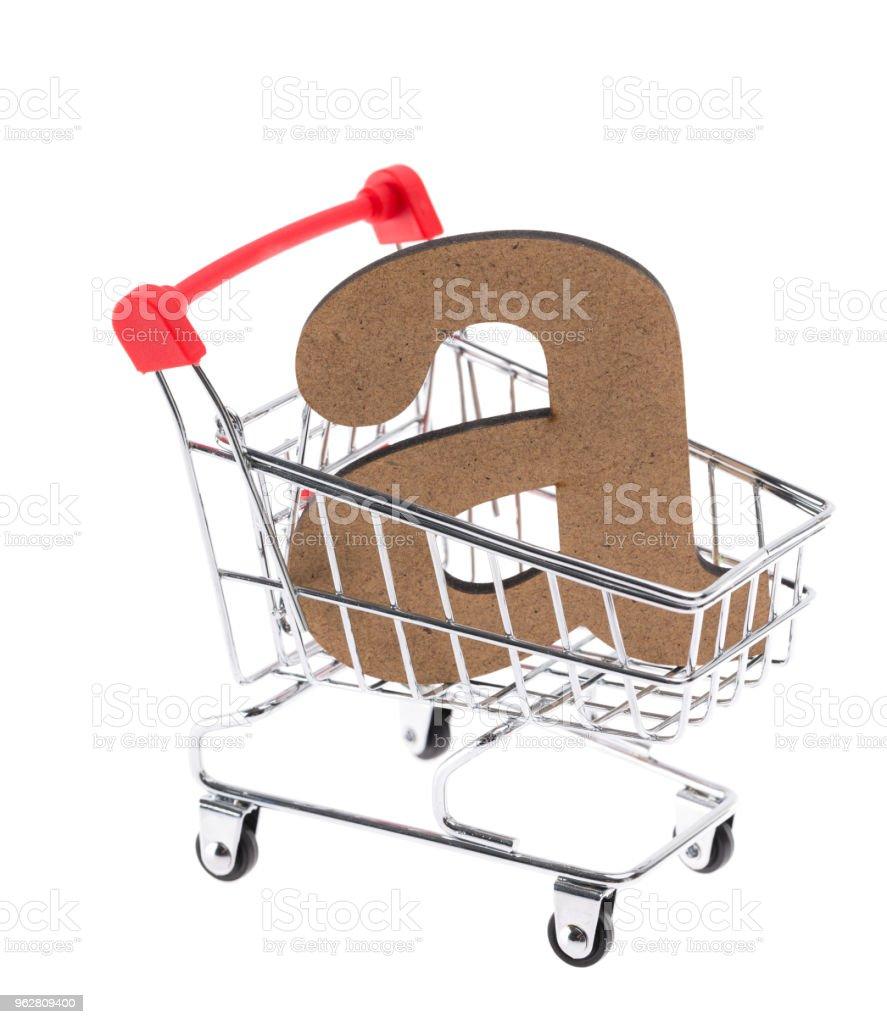 """a carta de volumétrica tridimensional de madeira minúsculas """"a"""" em um mini carrinho de compras carrinho no fundo branco - Foto de stock de Branco royalty-free"""
