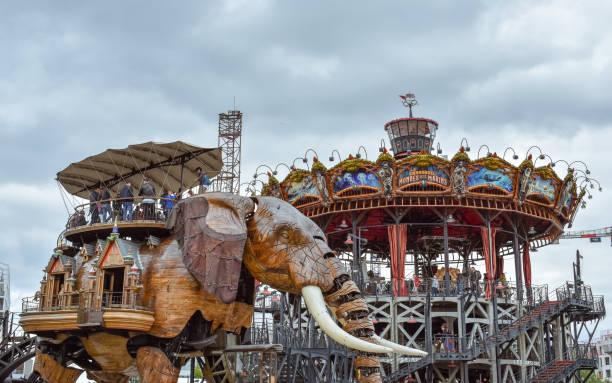 les machines de l'ile de nantes (les machines de l'île) est un projet artistique, touristique et culturel basé à nantes, france. plaisirs d'été pour enfants et adultes. - nantes photos et images de collection