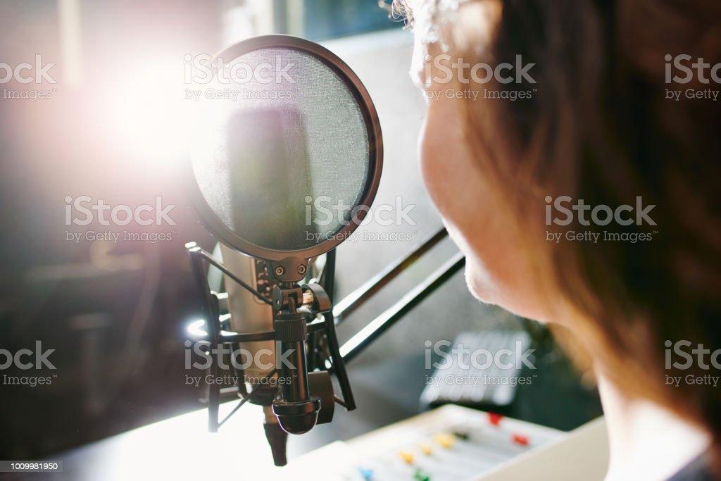 Die Magie hinter dem Mikrofon – Foto