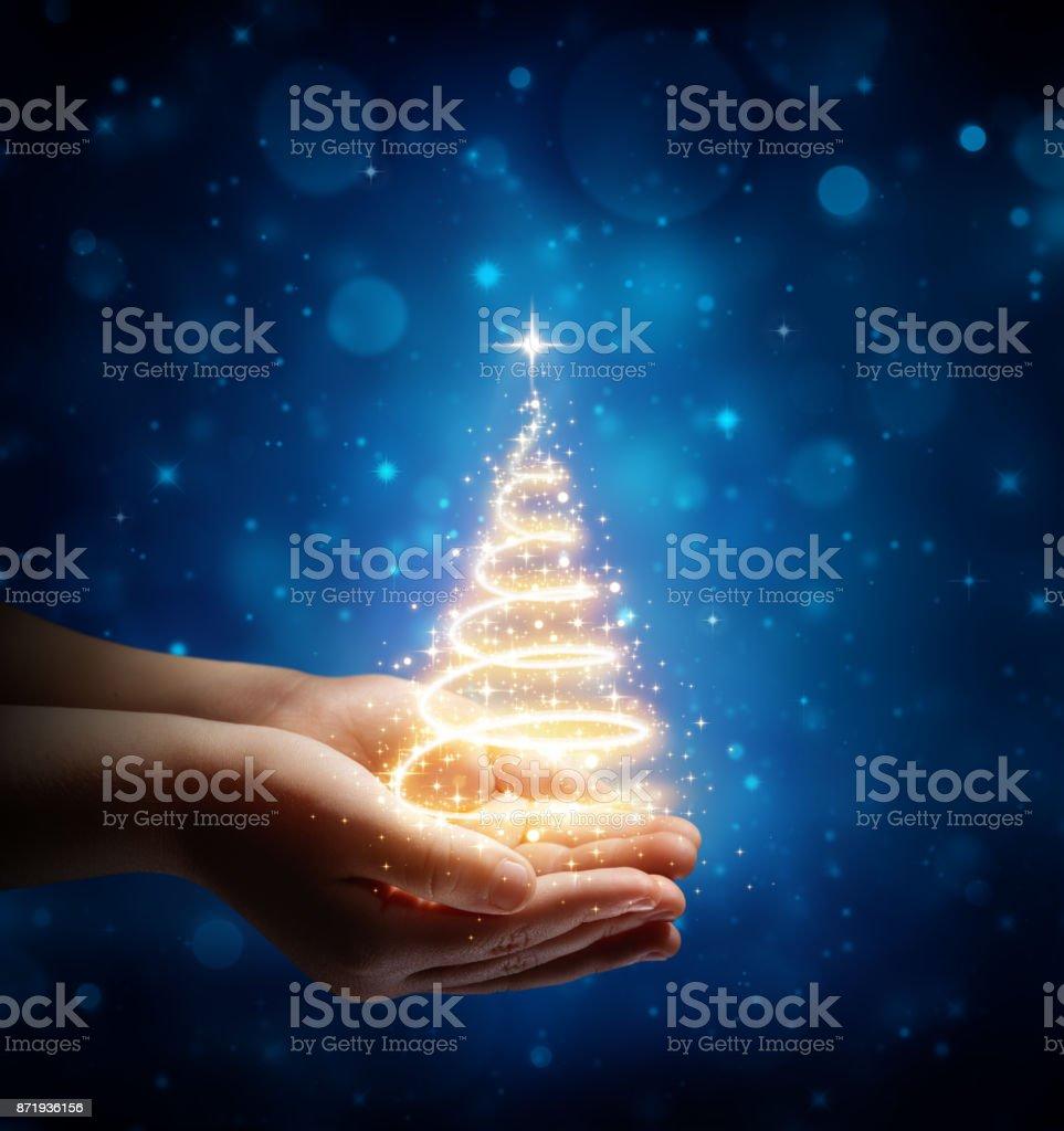 Der Zauber von Weihnachten In Kinderhände – Foto