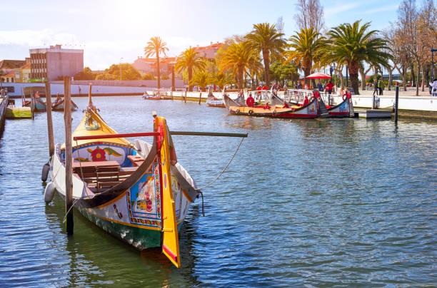 aveiro, portugal - march 21, 2017: the main city canal and vouga - aveiro imagens e fotografias de stock