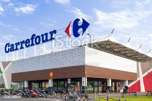 istock The main entrance to a Carrefour mall in Italy 1008296944