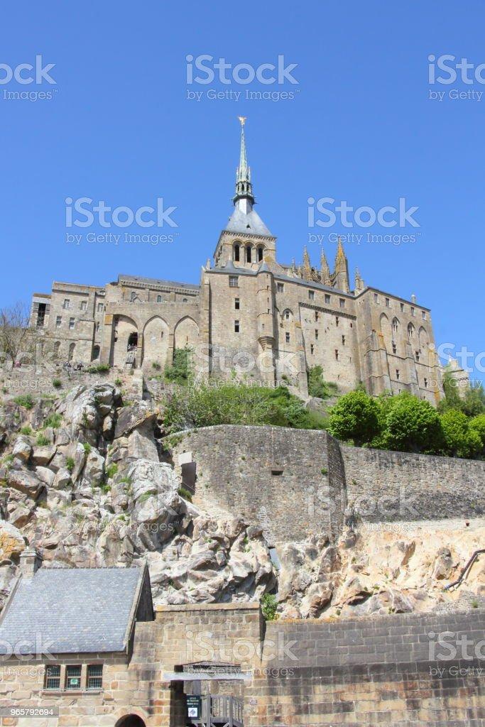 De hoofdingang van Mont Saint-Michel vanaf de monding - Royalty-free Abdij Stockfoto