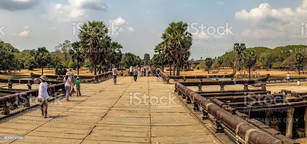 The main road to Angkor Wat which runs tours, Cambodia. foto de stock royalty-free