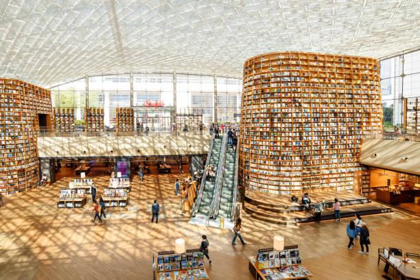 ソウル江南区のスター フィールド図書館のメイン ビュー - ソウル ストックフォトと画像
