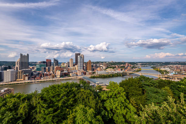 The majestic Pittsburgh skyline Views of the Pittsburgh skyline from Mount Washington monongahela river stock pictures, royalty-free photos & images