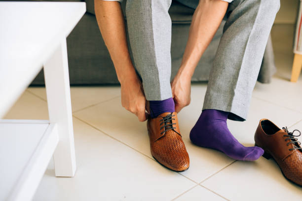 the man in gray slacks and a purple dress socks brown shoes with - knotenkleid stock-fotos und bilder