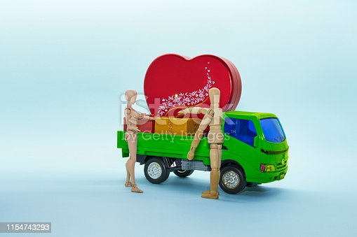 Plastic truck products, wooden doll, heart shape, small gift case